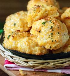 Easy Homemade Cheddar Bay Biscuits (Red Lobster Styled )  #Food #Drink #Trusper #Tip