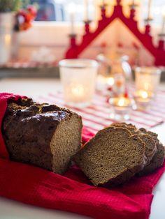 Jag brukar inte baka bröd till jul så ofta men i år testade jag att göra klassisk kavring och det var väldigt enkelt och gott. Ett snabbt bröd som inte behöver jäsa och man får två limpor på en gång. Smidigt att frysa in nu och ta fram till jul. Kavring (2 limpor) Ingredienser 9 … Fika, All Things Christmas, Christmas Ideas, Breakfast Recipes, Brunch, Food And Drink, Xmas, Desserts, Advent