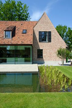 House in Belgium by architect Pieter Vlassak. Timeless contemporary life Source by dom Sustainable Architecture, Amazing Architecture, Modern Architecture, Ancient Architecture, Villa, Natural Swimming Pools, House Extensions, Cottage Homes, Resorts