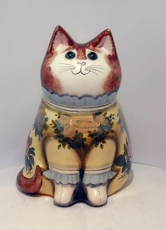 A lovely Joan and David De Bethel cat in very good/ excellent condition and is just over high and is marked on the bottom with the date Joan David, Cat Statue, Maneki Neko, Paper Mache, Cat Art, Amazing Art, Sewing Crafts, Decoupage, Pottery
