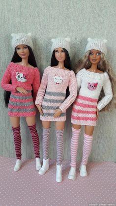 New crochet dress pattern doll barbie clothes 47 Ideas Sewing Barbie Clothes, Knitting Dolls Clothes, Barbie Clothes Patterns, Doll Dress Patterns, Crochet Doll Clothes, Knitted Dolls, Dress Clothes, Knitting Toys, Doily Patterns