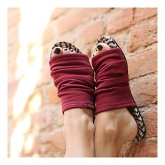 Idea for shoes with very thin soft leather upper with ties underneath Mules Shoes, Shoes Sandals, Flats, Shoe Makeover, Hipster Shoes, Shoe Pattern, Latest Shoe Trends, Crochet Shoes, Beach Shoes