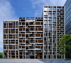 Architect by Nikken Sekkei (設計:日建設計) The facade of Mokudai Kaikan Building is made by wood and concrete, so interesting structure. At Koto Ward, Tokyo Metropolitan, Japan.