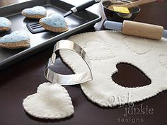 felt cookies - with felt dough for pretend rolling! (more felt cookie ideas… Crafts To Make, Crafts For Kids, Homemade Baby Toys, Toys Market, Diy Play Kitchen, Felt Food, Toddler Fun, Play Food, Food Crafts