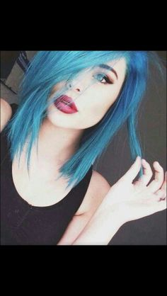 Ragazza tumblr capelli blu