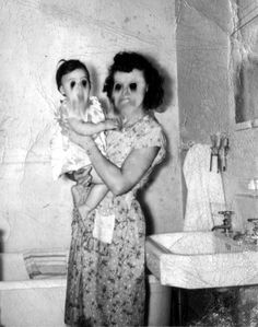 🍁 🎃 Affiches d'halloween vintage 🦇 Creepy Images, Images Gif, Creepy Pictures, Ghost Pictures, Halloween Vintage, Creepy Vintage, Halloween Kostüm, Creepy Ghost, Creepy Art