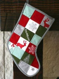 This patchwork tutorial is a bit more advanced, but it is super fun, using squares of baby clothes to make the stocking. You can make this really cute Christmas stocking quilting pattern for your baby. Or, you can make one as a Christmas gift! Baby Christmas Stocking, Quilted Christmas Stockings, Christmas Sewing, Christmas Projects, Christmas Quilting, Baby Stocking, Christmas Patchwork, Christmas Onesie, Stocking Ideas