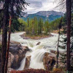 Sunwapta Falls, Alberta, Canada. [1080x1080]