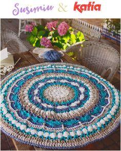 El trapillo o las cintas XXL de algodón son ideales para realizar proyectos decorativos como pufs, cojines, salvamanteles, cestos y por supuesto, ¡alfombras! Piezas esenciales de decoración que apo…
