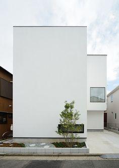 和みの家・間取り(神奈川県横浜市) | 注文住宅なら建築設計事務所 フリーダムアーキテクツデザイン Modern House Facades, Modern House Design, Minimal Architecture, Architecture Design, Japanese Modern House, White Exterior Houses, Minimal Home, Unique Buildings, Facade House