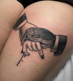 Search inspiration for a Blackwork tattoo. Dope Tattoos, Great Tattoos, Leg Tattoos, Black Tattoos, Body Art Tattoos, Small Tattoos, Tattoos For Guys, Sleeve Tattoos, Tattoo Sketches