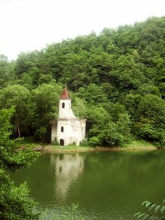 Hunedoara, România (this church can often go unnoticed for it goes underwater) First Second, Underwater, Places Ive Been, Traveling, Fairy, Dreams, Country, Pictures, Top