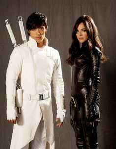 Byung-hun Lee as Storm Shadow and Sienna Miller as The Baroness in G.I. JOE: THE RISE OF COBRA (2009).