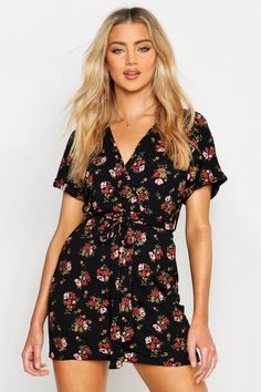 Step out in style with our versatile day dresses and casual dresses. With options to take you from work to weekend, your casual wardrobe just got an upgrade. Vestidos Color Coral, Clothes For Sale, Clothes For Women, Traditional Wedding Dresses, Bodycon Fashion, Women's Fashion, Coral Dress, Latest Dress, Day Dresses