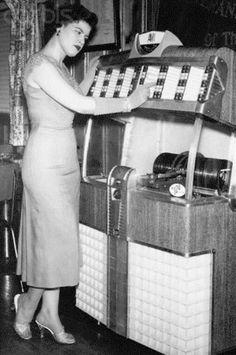 Patsy Cline...omg I LOVE her!!!