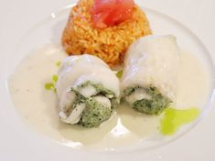 Paupiettes of sole with tomato pilaf rice Lemon White Wine Sauce, Spinach Stuffed Mushrooms, Stuffed Peppers, Rice Pilaf Recipe, Long Grain Rice, How To Squeeze Lemons, Rice Recipes, Dishes, Ethnic Recipes