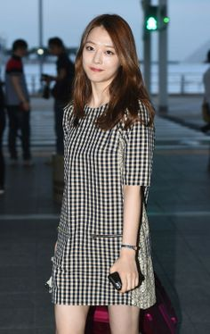 f(x) Sulli, Lovely Airport Fashion : News : KpopStarz