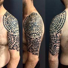Meia manga e ombro finalizado. #maoritattoo #maori #polynesian #tatuagemmaori #tattoomaori #polynesiantattoos #polynesiantattoo #polynesia #tattoo #tatuagem #tattoos #blackart #blackwork #polynesiantattoos #marquesantattoo #tribal #guteixeiratattoo #goodlucktattoo #tribaltattooers #tattoo2me #inspirationtatto #tatuagemmaori #blxckink
