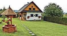 Upravené okolí chalupy zaujme příchozí na první pohled Log Homes, Beautiful Homes, Gazebo, Farmhouse, Cottage, Outdoor Structures, Exterior, House Design, House Styles