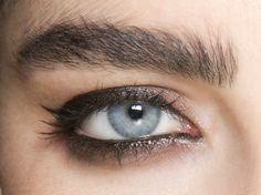 makeup eyeliner – Hair and beauty tips, tricks and tutorials Kajal Eyeliner, Eyeliner Hacks, Eyeliner For Hooded Eyes, Perfect Eyeliner, Eyeliner Styles, How To Apply Eyeliner, Black Eyeliner, Winged Eyeliner, Eyeliner Liquid