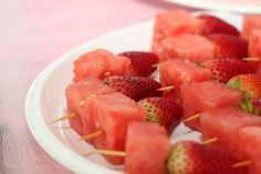When you start meal planning for your low-carb diet, you may think that any fruit is low-carb and you can just stack them on. The truth is, this is a total misc Low Carb Food List, Low Carb Diet, Healthy Foods To Eat, Healthy Snacks, Healthy Eats, Raw Food Recipes, Healthy Recipes, Fruit For Diabetics, Sugar Free Maple Syrup