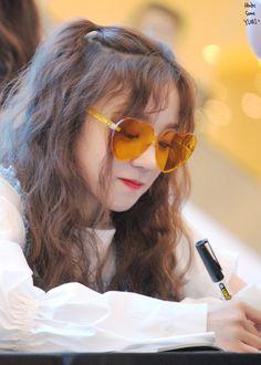 YuQi ❤ Kpop Girl Groups, Korean Girl Groups, Kpop Girls, Rapper, Soyeon, Ulzzang Girl, Short Girls, South Korean Girls, Girl Crushes