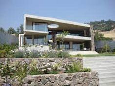 Casas de estilo moderno por Hernan Arriagada / Arq https://www.homify.com.mx/libros_de_ideas/2671366/8-casas-rusticas-que-te-haran-dejar-la-ciudad-ya
