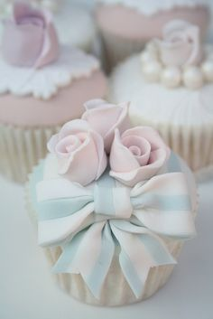 Oh so pretty striped bow & flower cupcake