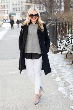 There's nothing I love more than the crisp look of winter white jeans!Yesterday it felt like summer in the city (when in all actuality it was only 36 degrees (Fahrenheit)), so I put away the puffe...