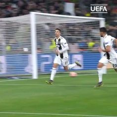 🤯 Ronaldo has scored the goals of his career for club & country in all competitions! Watch more:- Ronaldo Goal Video, Ronaldo Videos, Messi And Ronaldo, Cristiano Ronaldo Images, Cristiano Ronaldo Manchester, Cristiano Ronaldo Wallpapers, Video Juventus, Cr7 Jr, Messi Videos