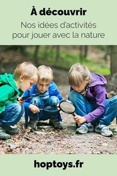 Les enfants grandissent de plus en plus éloignés de la nature. Pourtant, c'est dehors, dans le jardin, au bord de la mer, en contact avec l'environnement extérieur que l'enfant va aussi pouvoir se construire, développer ses sens, son rapport à son corps. Aimer la nature, c'est aussi apprendre à la respecter. À l'heure où la planète Terre se détériore, on peut alors sensibiliser les enfants dès le plus jeune âge. Comment ? Par des activités créatives par exemple ! Reggio, Jouer, Nature, Alternative, Activities, Baseball Cards, Environment, Naturaleza, Nature Illustration