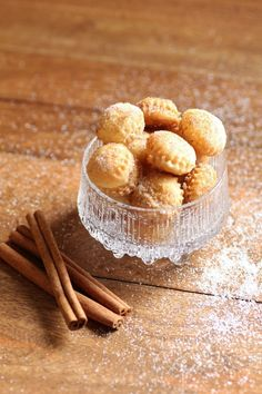 Cinnamon Puff Pastry Bites, so good by themselves or to bump up any dessert! Mini Desserts, Just Desserts, Delicious Desserts, Dessert Recipes, Yummy Food, Cinnamon Desserts, Brownies, Puff Pastry Recipes, Cheesecake