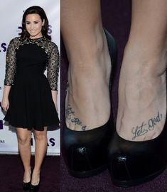 32 Demi Lovato Hair Looks - Pretty Designs Demi Lovato Hair, Footprint Tattoo, Demi Love, Pretty Designs, Foot Tattoos, Hair Looks, How To Look Pretty, Her Hair, Lettering Tattoo