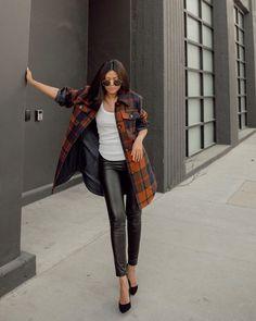 Осень-зима 2020-21 - образы с блейзером от топовых блогеров Photo - @walkinwonderlands. #блейзер #тренды2021 #трендызима20202021 #образысблейзром #блейзер2021 #осеннийгардероб #зима2021 #образызима2021 #образынаосень #образыназиму Casual Fall, Casual Chic, Designer Casual Shirts, Faux Leather Pants, Leather Leggings, Black Leather, Coat Sale, Plaid Jacket, Plaid Coat