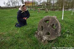 Adevarata Poveste a Crucii Celtice de la Napradea judetul Salaj,The True Story of the Celtic Cross from Napradea,Salaj County ,Romania Tudor, Romania, True Stories, Garden Sculpture, Blog, Blogging