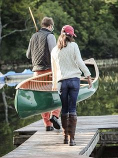fall outdoor activities couple putting canoe in water Bass Fishing Tips, Glam Dresses, Casual Street Style, Fashion Beauty, Trending Outfits, Clothes, Canoeing, Fall, Autumn