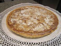 """Esta Tarta de Hojaldre con Crema de Almendras veréis que es muy fácil de hacer en casa. Queda deliciosa y si os atrevéis a prepararla hará las delicias de vuestra familia. Si te gusta esta receta clicka al """"me gusta"""" y compártela con tus amigos. Pear Recipes, Cookies Et Biscuits, Pancakes, Pie, Breakfast, Desserts, Pears, Food, Puddings"""
