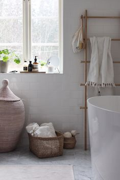 Sida 3 – Emily Slotte -Inredning, barn och familjeliv hos The Happy Hill Bad Inspiration, Decoration Inspiration, Bathroom Inspiration, Cute Home Decor, Home Decor Kitchen, Cheap Home Decor, Home Interior, Interior Paint, Bathroom Interior
