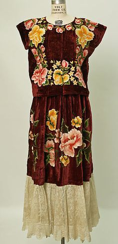 Embroidered silk Mexican (Zapotec peoples) dress, 20th century.
