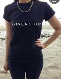 Black GIVENCHIC TEE