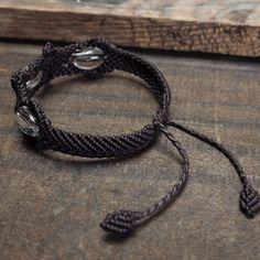 Pulsera de Macramé Shamballa Cable de Cuarzo claro con forma ovalada hecho a mano a mano