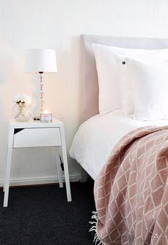 Käsintehty Sängynpääty DIY Cozy Headboard Bedroom Decor Interior Bedding Lapuan Kankurit Eskimo Huopa Scandinavian Simple Home Homedecor Ikea Nightstand Yksinkertainen Sisustus Koti