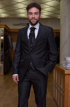Traje novio semichaqué todo en negro.  http://www.sastreriacampfaso.es/