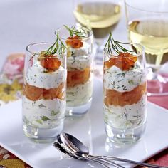 Frischkäse-Lachs-Creme Our popular recipe for cream cheese salmon cream and over more free recipes on LECKER. Cheese Snacks, Cheese Appetizers, Appetizer Recipes, Party Finger Foods, Snacks Für Party, Cream Cheese Recipes, Party Buffet, Brunch Party, Popular Recipes