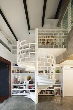 un escalier en colimaçon avec un design intéressant Staircase Interior Design, Architecture Design, Cabinet D Architecture, Staircase Architecture, Stair Design, Railing Design, Architecture Office, Classical Architecture, Loft Design