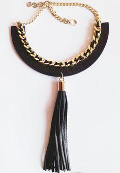 collana girocollo in pelle nera e nappina pendente. di FusaBijoux