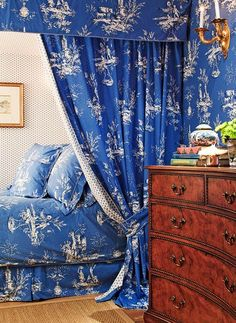 Love this blue and white toile bedroom by Mary Douglas Drysdale. Photo: Ron Blount