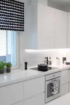Beautiful White Kitchen Cabinet Design Ideas - carilynne news White Kitchen Cabinets, Kitchen Cabinet Design, Kitchen White, Country Kitchen, New Kitchen, Kitchen Decor, Kitchen Ideas, Diy Interior, Interior Design