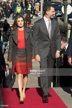King Felipe of Spain and Queen Letizia of Spain visit the Palacio de la Bolsa during their official visit to Portugal on November 29, 2016 in Porto, Portugal.  (Photo by Carlos R. Alvarez/WireImage)