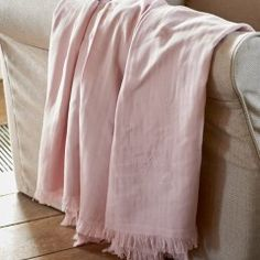 Für kühle Sommerabende - kuschelige Decke für gemeinsame Stunden. Blanket, Pink, Glass Drawer Pulls, Rustic White, Pillows & Throws, Home Accessories, Homes, Blankets, Carpet